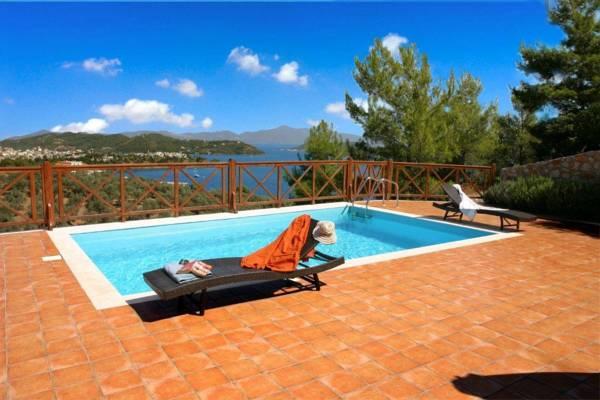 Отель в Василиас на побережье