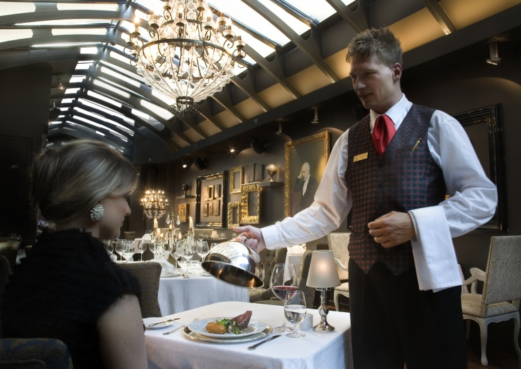 history of hotel and restaurant management